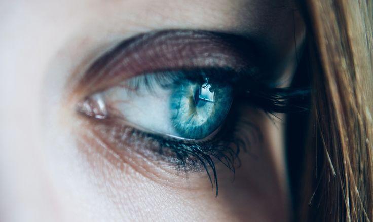 Rote Augen durch Kontaktlinsen. Hier erfahren Sie mehr zum Thema.