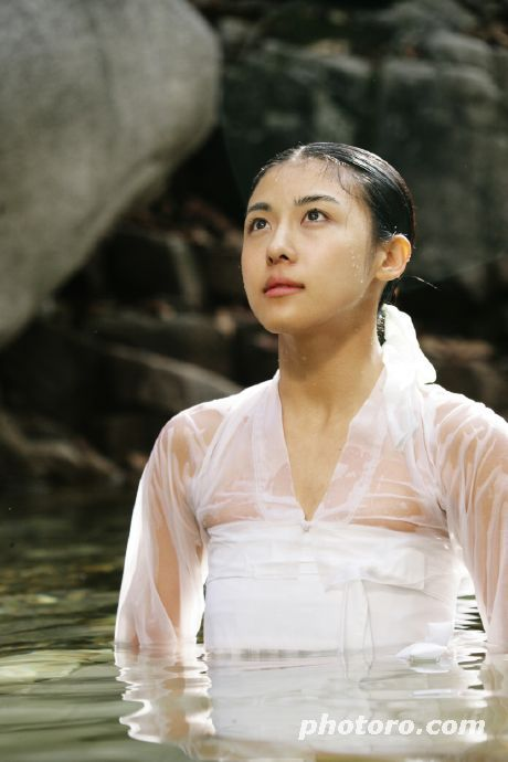 Hwang Jin Yi (황진이) (2006) #KDrama Ha Ji Won stars as the legendary poet, musician, dancer and gisaeng - breathing lesson at a stunning waterfall