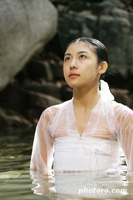 Hwang Jin Yi (황진이) (2006) #KDrama Ha Ji Won stars as the legendary poet, musician, dancer and gisaeng - breathing lesson at a stunning waterfall
