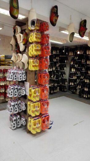 Klomppantoffels en schoenklompen afdeling