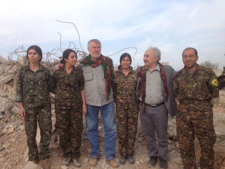 kurdish people kurdistan  Yekta Uzunoglu s europoslancem a místopředsedou výboru EP pro bezpečnost Jaromírem Štětinou v Kobane rok 2015