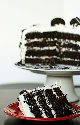 Cookies and Creme Oreo Cake - http://jessicainsd.blogspot.com/2011/10/cookies-and-creme-oreo-cake.html