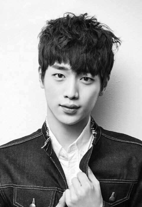 Seo Kang Joon - from seeing him first in Roommate rather than in a drama I still don't know what to think of him :)
