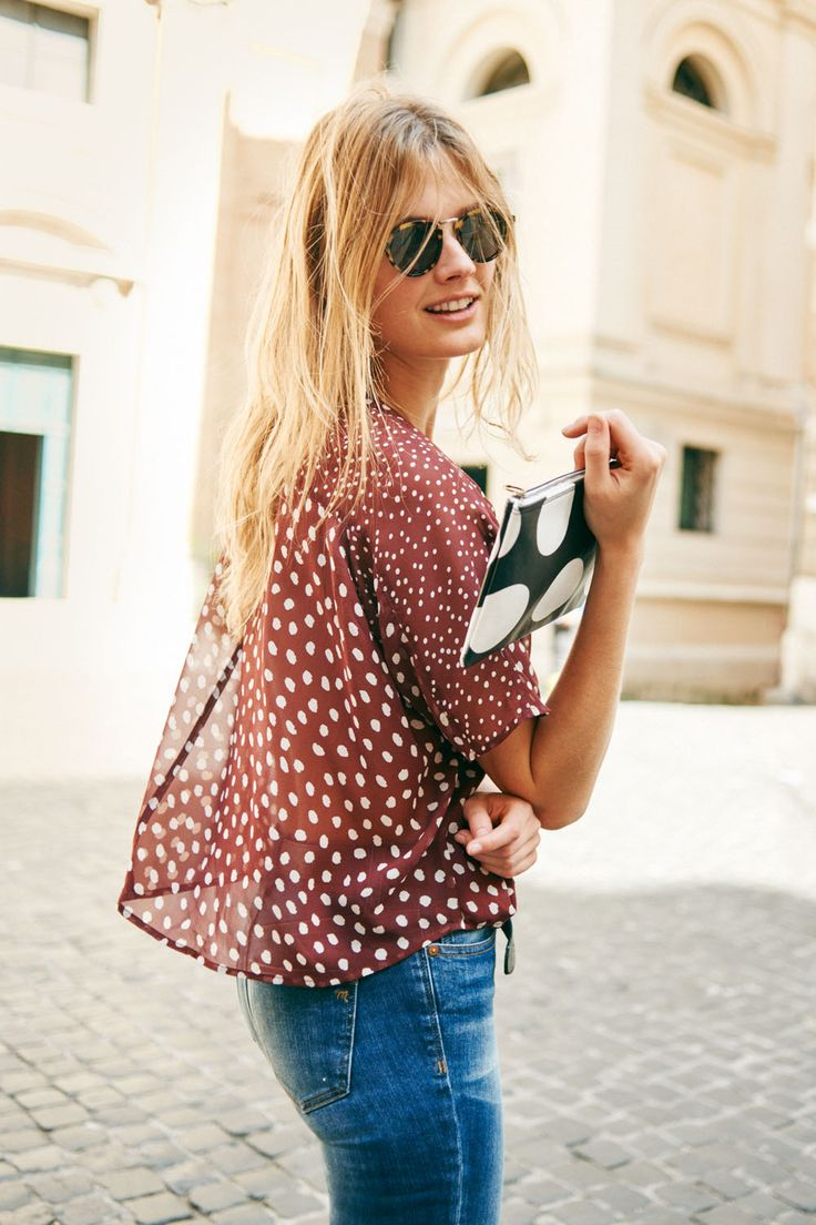 "madewell silk prose top in paintbrush dot, 9"" high riser skinny skinny jeans in dayton wash, indio sunglasses + polka dot zip pouch worn by our muse constance jablonski in our fall catalog shot in rome. #everydaymadewell"