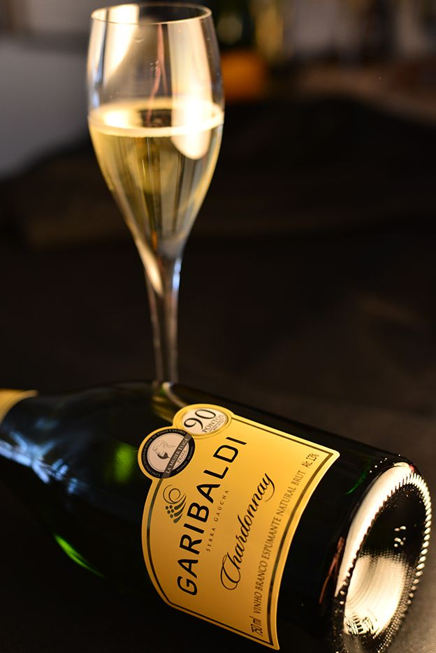 Os vinhos brazucas estão mesmo nos enchendo de orgulho este ano. Dois espumantes nacionais ficaram entre os dez melhores do mundo na lista feita pela WAWWJ (Associação Mundial...