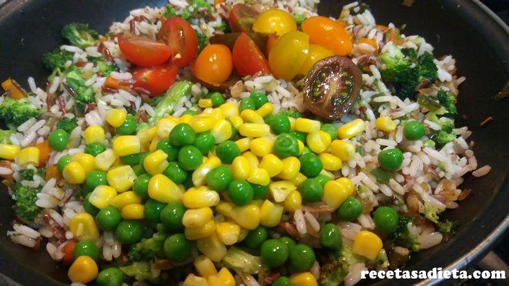 Mas verduras y mas colores para éste riquisimo SALTEADO DE ARROZ CON VERDURAS... Receta paso a paso con fotos  #salteadodearroz #arrozconverduras #recetasaludable #ricoysano #fitness #fitfood #comidareal #recetasdedieta #bypassgastrico #arroz #verduras