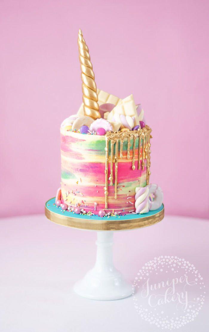 Einhorn Torte zur Taufe für Mädchen, goldenes Horn und bunte Sahne, weiße Schokolade …   – Torten Ideen und Rezepte