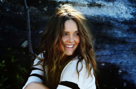 Australian actress Rebecca Breeds has the most gorgeous beachy waves on the | http://braidhairstyle.blogspot.com