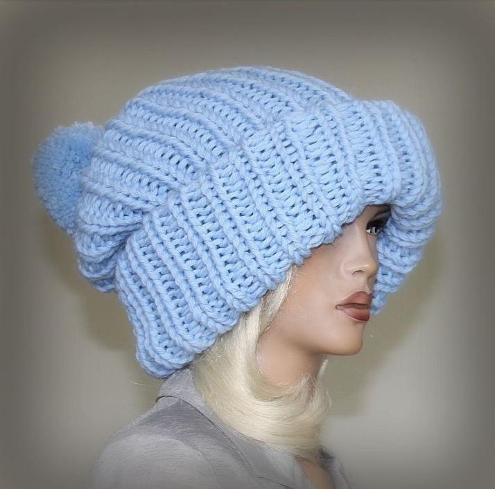 Молодежные объемные вязаные шапки с помпоном