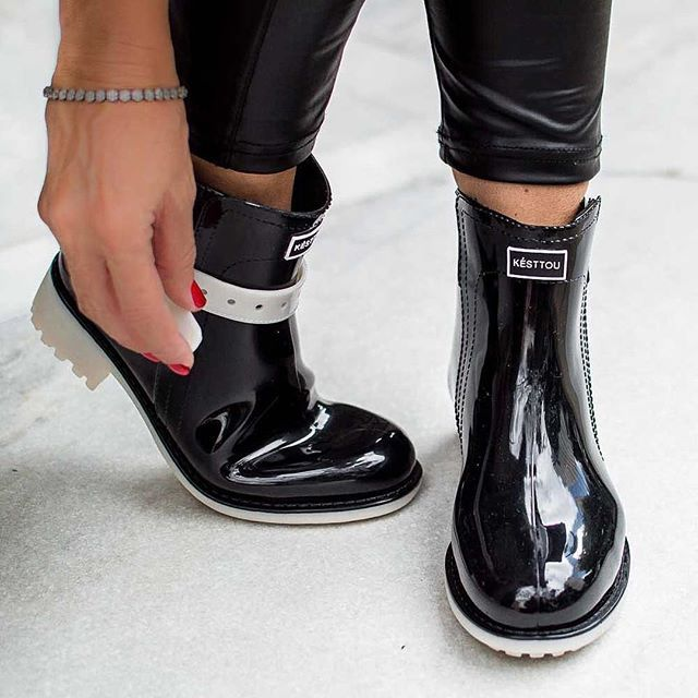 Formar belos looks com as galochas é só uma questão de bom gosto. As charmosas botas combinam perfeitamente com leggings, meia-calças com saias e shorts. Para um look mais discreto, experimente as botas também com calças jeans justas e uma jaqueta comprida . Bem vindos ao mundo KÉSTTOU.  www.kesttou.com.br  #Kesttou #galocha #conceito #tendência #love #fashion #moderna