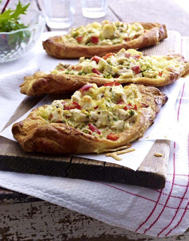 Croissant-Schiffchen mit Huhn-Käse-Füllung Rezept