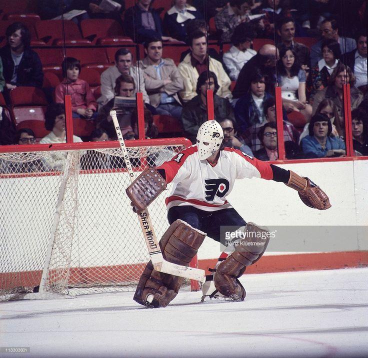 hockey-philadelphia-flyers-goalie-bernie-parent-in-action-vs-atlanta-picture-id113303601 (1024×997)