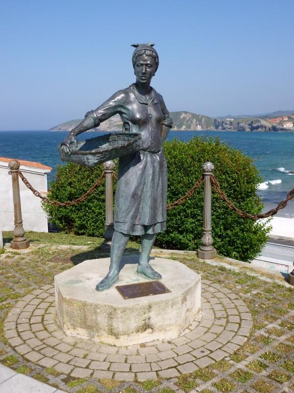 Homenaje a las Pescaderas, Comillas #Cantabria #Spain #Travel
