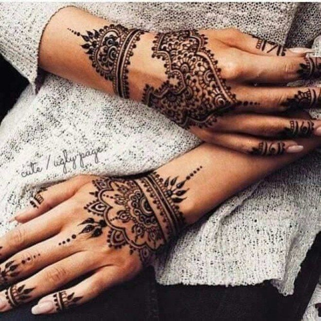 Tatouage des deux mains au henné