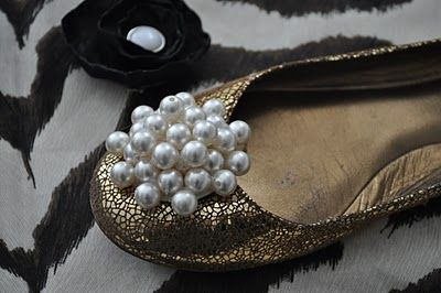 DIY pearl cluster shoe clip #DIY #shoes #pearls