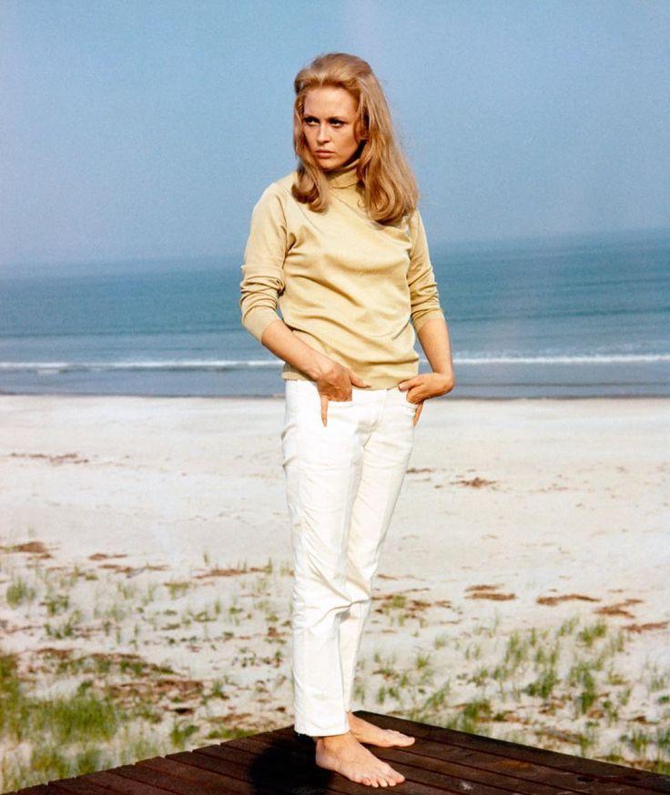 Sunday inspiration   Faye Dunaway on set of the Thomas Crown Affair 1968  _________________________________________ #mariefrancevandamme #sundayinspiration #fayedunaway #thomascrownaffair #