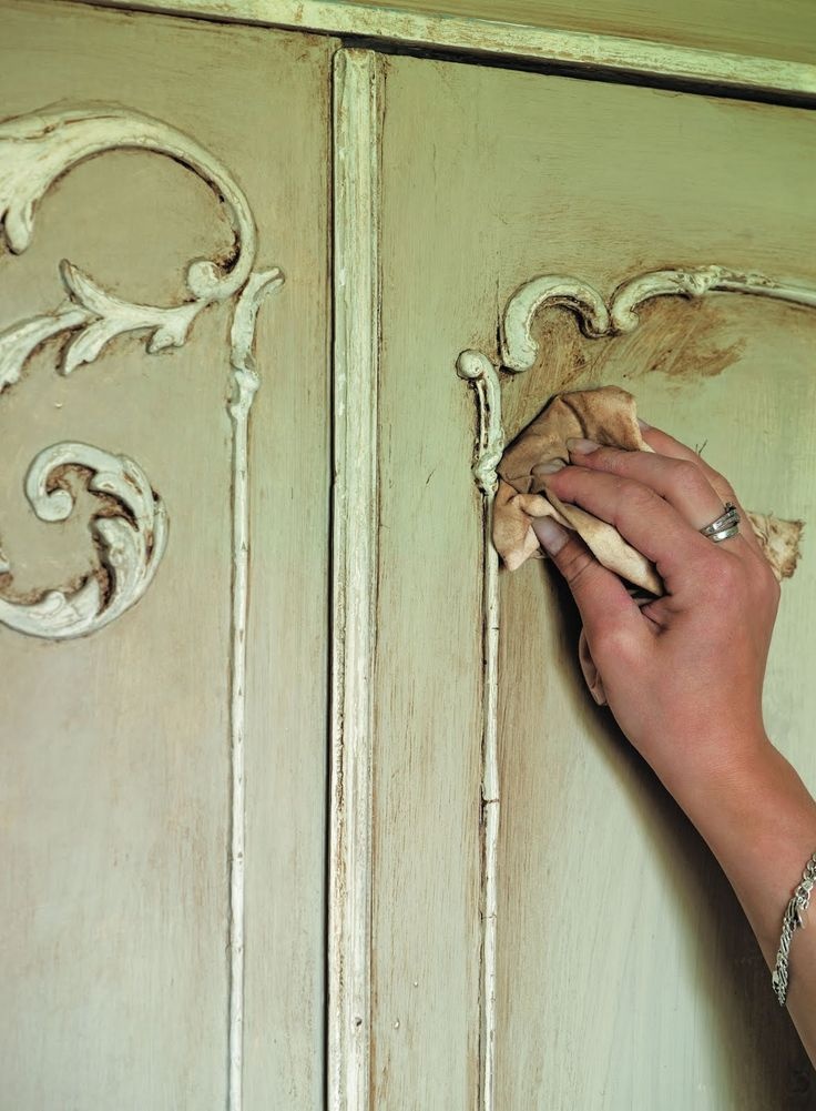 Shades of Amber: How to Use Chalk Paint® and wax - you can use clear wax to erase darker wax