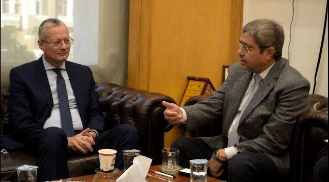 الفجالة بوست رئيس الغرف التجارية يستقبل سفير مصر الجديد في بولن Places To Visit Talk Show Scenes