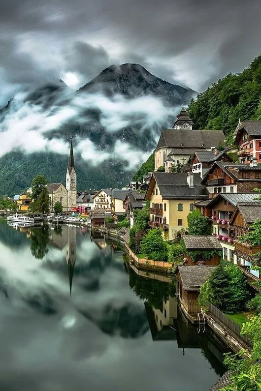 I'll never tire of seeing pictures of Hallstatt, Austria.
