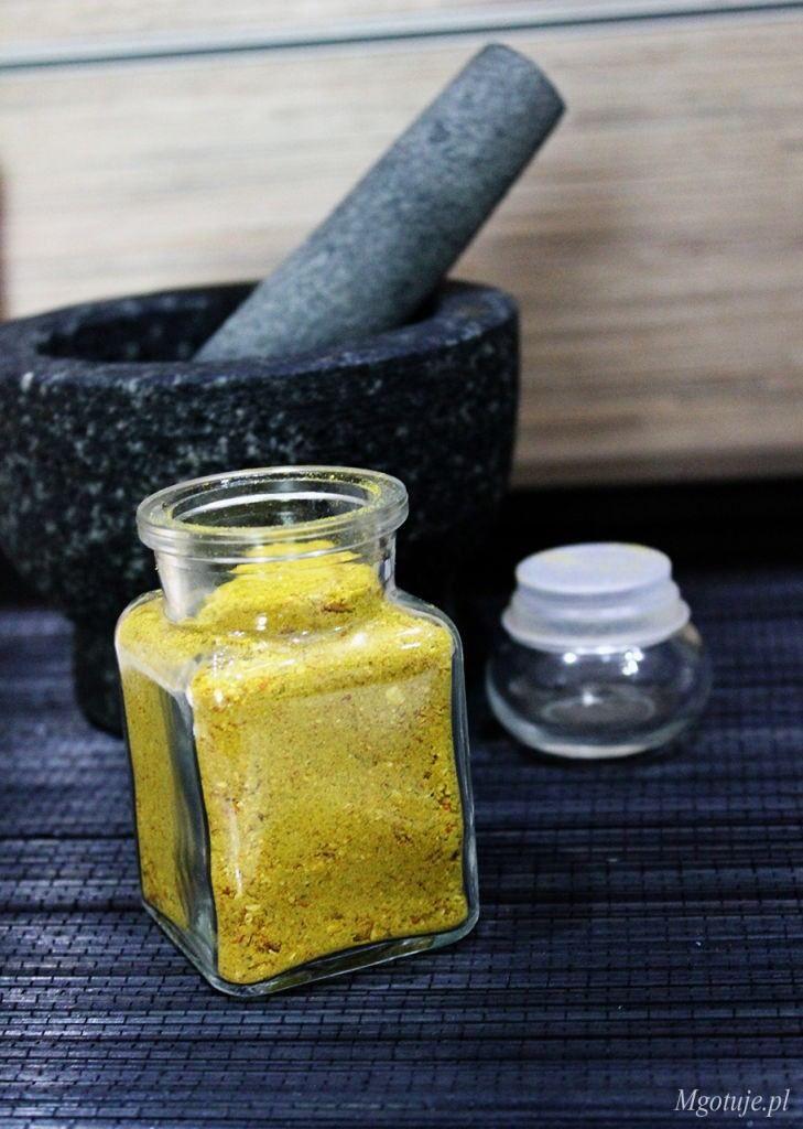 Vegeta to niezastąpiona przyprawa, która poprawi smak nie jednej zupy, sosu czy mięsa. Warto jednak korzystać z domowej mieszanki przypraw, która jest zdro