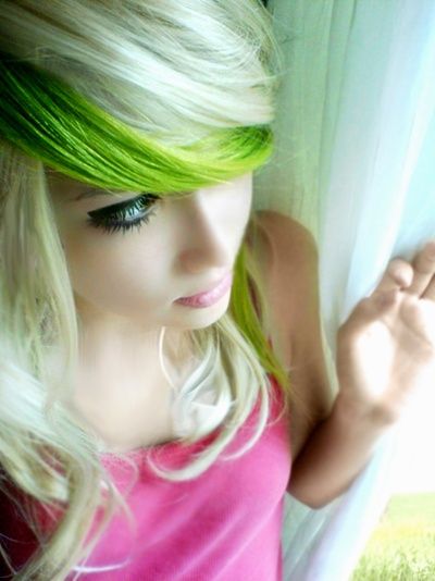 never thought i'd say this but.... that chick totally pulled off the color GREEN in her hair!