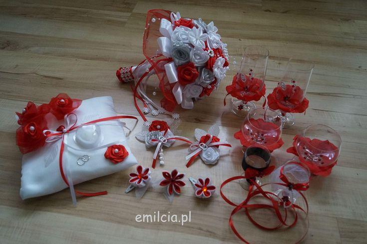 Komplet Ślubny w Czerwieni wykonany na zamówienie Pani Martusi :) Ślub Bukiet Bukity Dodatki Ślubne dekoracja Młoda Para prezentuje się bardzo ładnie i szykownie. Weeding