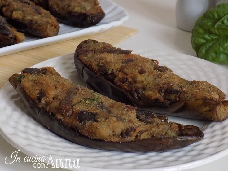 Le melanzane a barchetta sono un secondo piatto con ingredienti molto semplici ma saporitissimo..