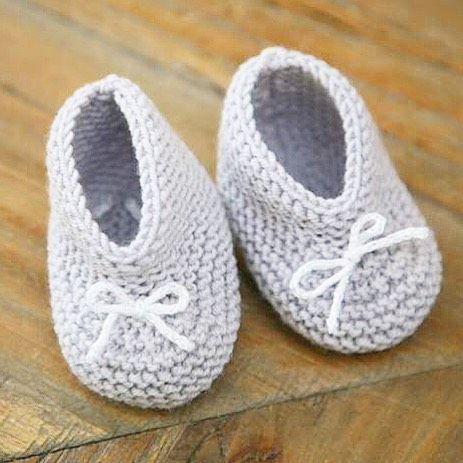 Mes petits chaussons pour bébé au tricot. Faits l'an passé en attendant Poupette   Tuto ici ⬇️ http://www.happyhousewife.fr/2014/12/les-petits-chaussons-bebe-au-tricot/  #chaussonsbebe #tricot #knitting #baby #instafashion