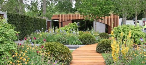 The Homebase Garden - Urban Retreat won a Gold Medal at the 2015 RHS Chelsea Flower Show.  I found out more about this garden when I interviewed Adam Frost at the RHS Chelsea Flower Show.