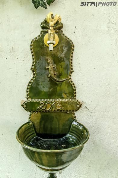 Falikút gyíkkal / Wall fountain with lizard