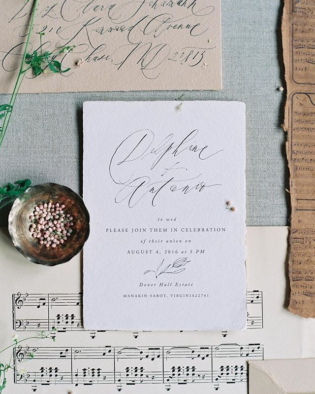 One of my favorite invitation suites of all time by incredibly talented @writtenwordcalligraphy for a musically inspired wedding at @doverhallestate. Styling and planning @veronica_typeasociety florals @naturecomposed coming soon to @oncewed #weddinginspo #virginiawedding