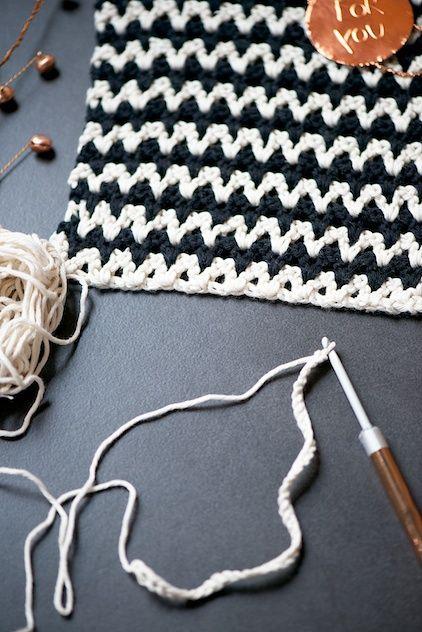 Crochet chevron dishcloth tutorial  ✿⊱╮Teresa Restegui http://www.pinterest.com/teretegui/✿⊱╮