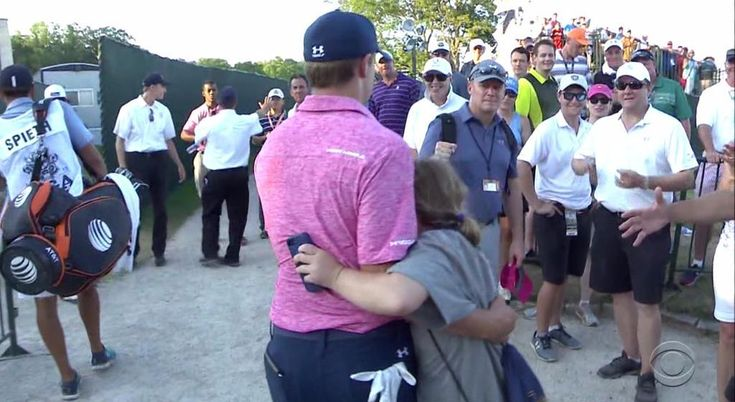 Jordan Spieth's sister gave her brother the biggest hug after his round | For The Win