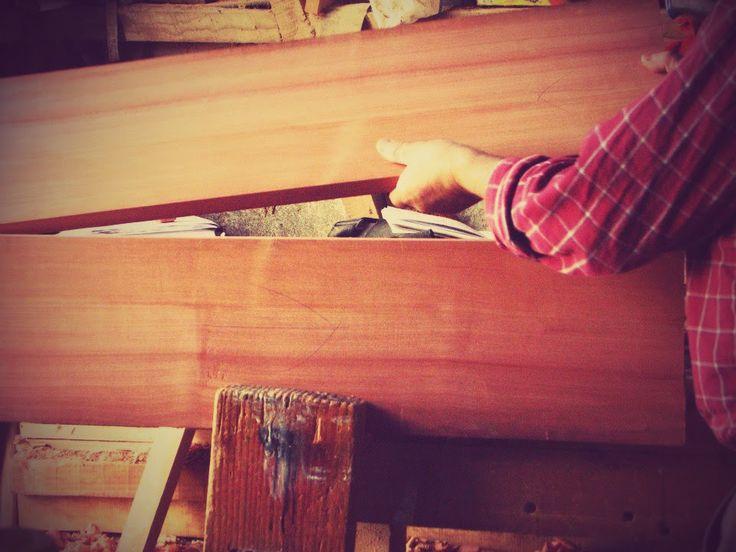 ensamblando madera para los costados.