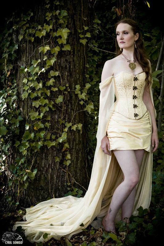 Robe-esaikha-creation-robe-corset-laçage-jupe-traine-mousseline-elfique-daenerys-game-of-thrones-cyril-sonigo  (2)