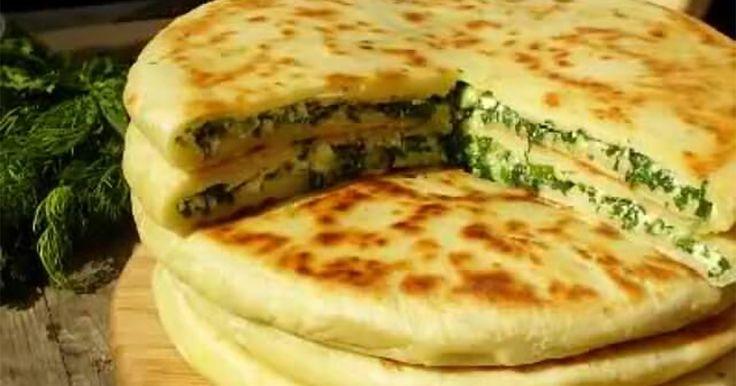 Khachapuri este o plăcintă tradițională georgiană cu umplutură de cașcaval sau brânză. Ea este foarte ușor de gătit, iar pentru această rețetăpoate fi folosit orice fel de cașcaval și verdeață. Nu veți putea să nu apreciați această delicatese! Să trecem la treabă! Echipa Bucătarul.tv vă dorește poftă bună alături de cei dragi!  Autor text:Bucătarul.tv