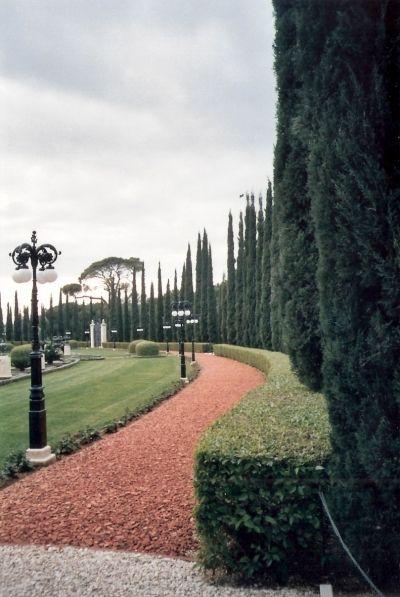 Baha'i garden near Akko inside the circle of trees ,  photo mirjam Bruck -Cohen