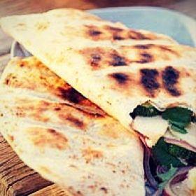 Vegetarisch BBQ - tortilla met courgette en geitenkaas
