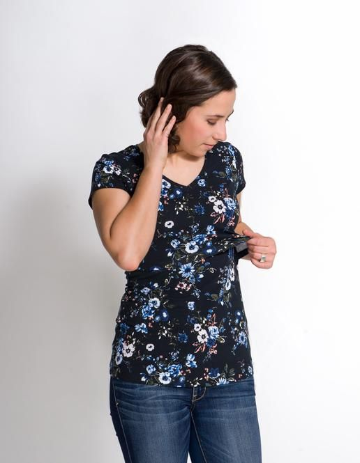 New Print! Christine Nursing Top. One of our best sellers, all moms that try it, love it and want to wear it everyday. Flattering v-neck, long silhouette and super convenient nursing opening.  #breastfeeding #momzelle #nursingtop