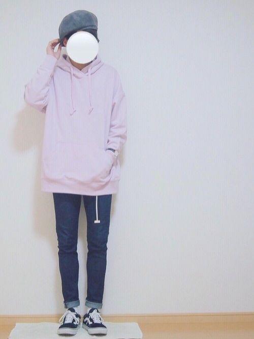ピンクデビュー(今更) このパーカーユニクロのレディースの商品です!! かなりゆったりしてるので着る
