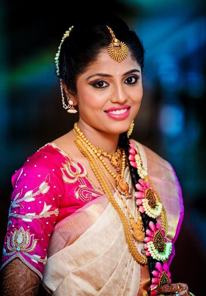 Traditional Southern Indian bride wearing bridal silk saree and jewellery. Muhurat look. Makeup and hairstyle by Swank Studio. #BridalSareeBlouse #SariBlouseDesign    Photo credit: Pixel Freaks. Find us at https://www.facebook.com/SwankStudioBangalore