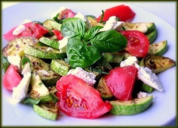 Салат с помидорами, брынзой и базиликом https://www.go-cook.ru/salat-s-pomidorami-brynzoj-i-bazilikom/  Простой и лёгкий салат, для любителей зелени и кисло-молочной продукции. Готовиться быстро, просто и без особых затей. Идеален, как гарнир к любому «тяжёлому» блюду из мяса или рыбы. Салат с помидорами, брынзой и базиликом Время подготовки: 10 минут Время приготовления: 20 минут Общее время: 30 минут Кухня: Русская Тип: Закуска Порций: 4 Ингредиенты Сто пятьдесят … Читать далее Салат с…