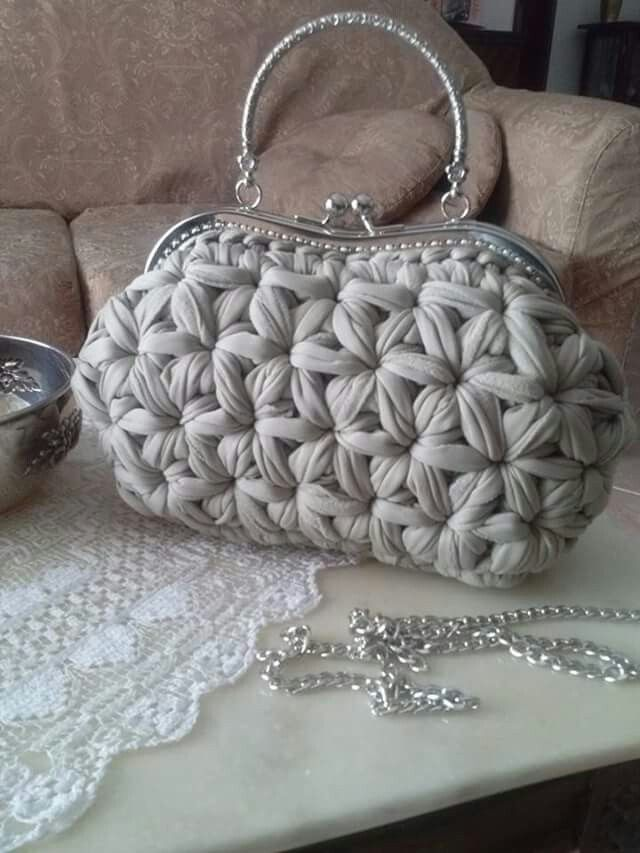 Crochet star stitch handbag. Trapillo perlado
