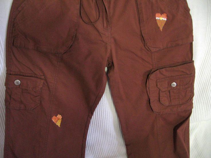 Cuoricountry su pantaloni marroni - pittura su stoffa (per mascherare macchie indelebili)