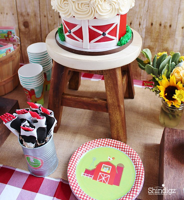 Barnyard is such a classic birthday party theme perfect for children of all ages we certainly enjoyed creating this party design