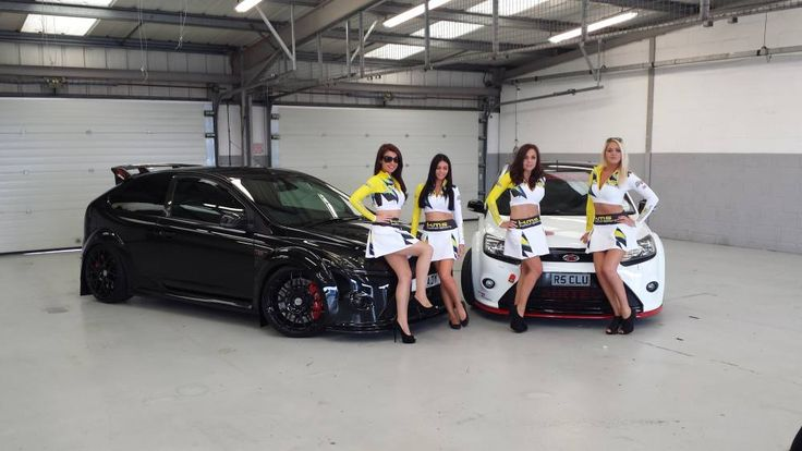 Amazing Ford Focus RS / RS500 mk2 and beautiful four girls!