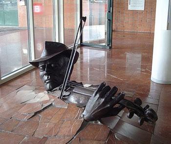Violinst Bursting Though the Floor in Netherlands