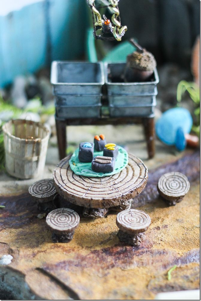 Fairy Garden outdoor dining area, I love the sink and basket...