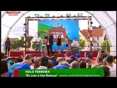 Nelo Ferreira - Eu Sou o Teu Romeu na SIC - Portugal em Festa. Autores: Carlos Soares / Jorge Do Carmo. Editora: País Real NELO FERREIRA Phone : + 351 91279772 / 229516221 neloferreira.nelo@gmail.com https://www.facebook.com/NeloFerreiracantor https://www.facebook.com/nelo.ferreira?ref=hl