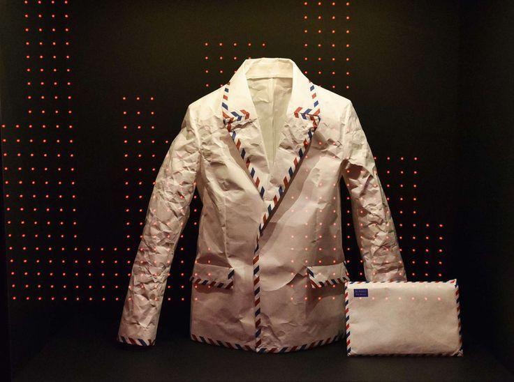 """La veste signée Hussein Chalayan que porte Björk sur la pochette de """"Post"""""""